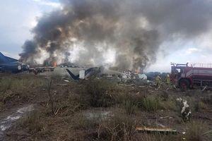 Hiện trường vụ rơi máy bay ở Mexico, khói đen bốc nghi ngút