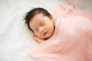 Vì sao trẻ sơ sinh ngủ ngáy?