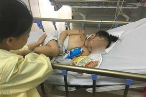 Bé gái may mắn sống sót trong vụ tại nạn thảm khốc ở Quảng Nam: 'Mẹ ơi! Mẹ mua bim bim cho con với!'