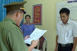 Công an tống đạt quyết định khởi tố PGĐ Sở GD-ĐT Sơn La và đồng phạm