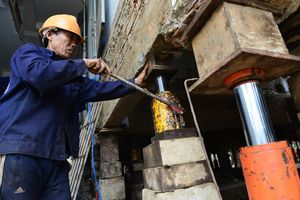 'Thần đèn' nâng nhà thờ 5.500 tấn ở Sài Gòn lên 2 m