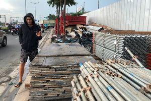 Thi công TTTM, Công ty Thuận Việt chiếm sạch vỉa hè, dân tình ngao ngán