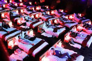 Làm sao để phòng chiếu phim không biến thành 'nhà nghỉ trá hình'?