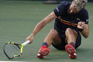 Tay vợt người Pháp gây phẫn nộ khi đập nát vợt trên sân