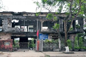 Ngôi trường duy nhất ở Quảng Trị sót lại sau khi hứng tương đương 7 quả bom nguyên tử