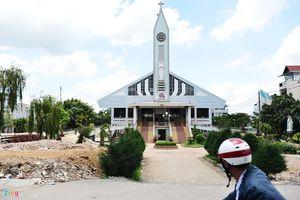 Clip: Nhấc bổng nhà thờ 5.500 tấn lên cao 2 mét