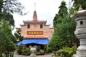 Độc đáo đình, chùa, miếu miền Tây: Vườn kinh đá có một không hai ở chùa Phước Hậu