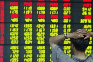 Trung Quốc mất ngôi vị thị trường chứng khoán số hai thế giới vì ông Trump