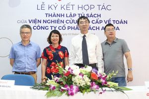 GS Ngô Bảo Châu chứng kiến việc ký kết hợp tác giữa Viện Nghiên cứu Cao cấp về Toán và Alpha Books