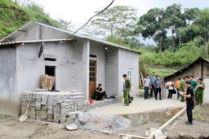 Lào Cai: Bắt đối tượng giết người rồi uống thuốc diệt cỏ tự tử