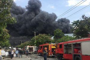Đang cháy lớn tại KCN ở huyện Hóc Môn
