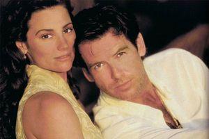 Chuyện tình 25 năm đẹp như mơ của điệp viên 007 và vợ