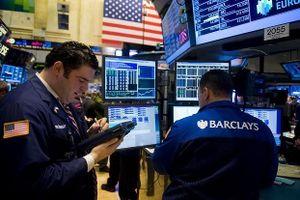 Nhà đầu tư Âu, Á hoảng loạn, 'quả táo' cứu phố Wall