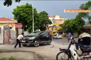 Vì sao bảo vệ Agribank Hưng Nhân đập phá ô tô của dân?