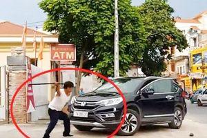 Thái Bình: Xôn xao nguyên nhân bảo vệ dùng kiếm đập phá ô tô