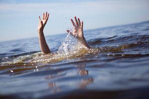 Nghệ An: Hai cháu bé chăn dê đuối nước thương tâm