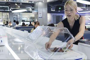 Robot thay thế người phục vụ tại nhà hàng Trung Quốc
