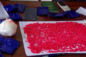 Ôtô biển số Lào chở 3.000 viên ma túy tổng hợp