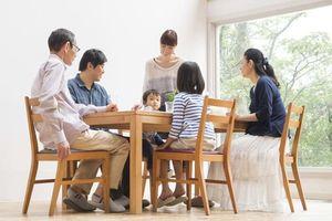 Quanh cái bàn ăn, giá trị của mái ấm