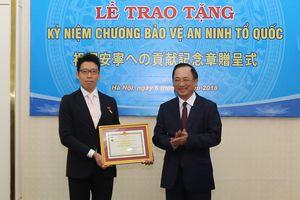 Bộ Công an trao Kỷ niệm chương cho Bí thư thứ Nhất, Tùy viên Cảnh sát Nhật Bản