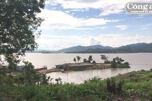 'Cày xới' sông Sê San
