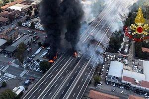 Italia: Nổ xe tải làm sụt đường cao tốc, 72 người thương vong