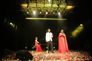 Hai nghệ sĩ thính phòng tên tuổi của Việt Nam NSƯT Đăng Dương, Hồng Vy thực hiện đêm nhạc tại nhà hát Thành Phố