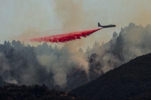 Cháy rừng 'Lửa thánh' hun nóng nam California