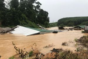 Lũ lớn tại Kon Tum, cô lập 11 thôn địa bàn huyện biên giới Ia H'Drai