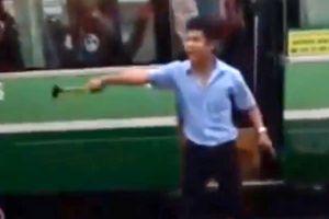 Tài xế xe buýt cầm búa dọa xử đồng nghiệp ở Sài Gòn
