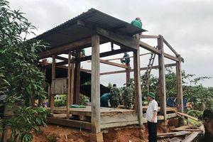 Lũ lụt ở Kon Tum: Dời nhà dân lên cao để tránh lũ, tránh sạt lở