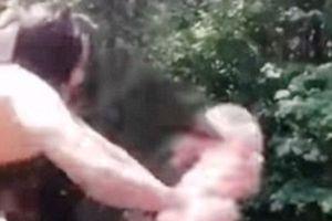Cận cảnh cô gái bị bạn thân đẩy xuống sông từ độ cao 18m