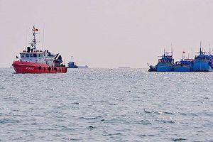 Cứu vớt kịp thời bốn thuyền viên trôi dạt trên biển tại Cà Mau