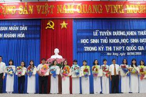 Khen thưởng hơn 200 học sinh đạt kết quả cao trong kỳ thi THPT quốc gia tại Khánh Hòa