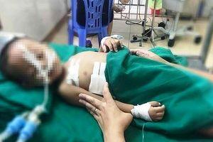 Nghịch súng, bé trai 19 tháng tuổi bị đạn găm vào ngực