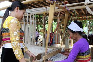 Thêm 1 làng nghề dệt thổ cẩm được công nhận