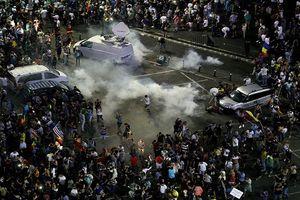 Biểu tình chống chính phủ dữ dội ở Romania, 440 người bị thương