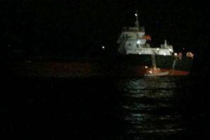 Tàu chở gạch gặp nạn trên biển, 1 thuyền viên hoảng loạn nhảy xuống biển