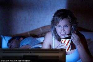 Tác hại khôn lường nếu thường xuyên ăn khuya nhiều người không ngờ đến