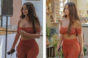 Nàng mẫu Demi Rose gợi cảm hút mắt với trang phục hở bạo