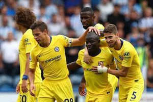 Chelsea thắng Huddersfield 3-0: Tưng bừng nhưng đừng vội mơ xa