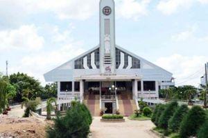 Ảnh 'thần đèn' nâng nhà thờ ở Sài Gòn lên cao 2m