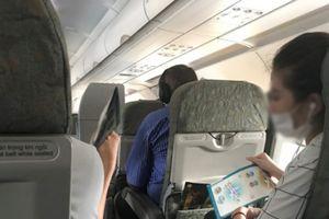 Máy bay Vietnam Airlines hỏng điều hòa, hành khách quạt tay cả tiếng đồng hồ