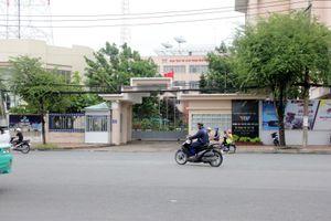 Người đàn ông ôm bình gas, lao vào đe dọa nhân viên VTV Cần Thơ