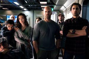 Phim mới của Jason Statham và Lý Băng Băng đứng đầu phòng vé dù bị chê dở