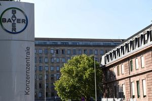 Giá cổ phiếu của Bayer giảm 10% sau phán quyết về hãng Monsanto