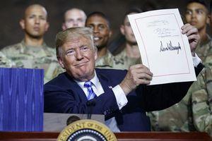 Mỹ ban hành luật quốc phòng mới, nhẹ tay hơn với Trung Quốc