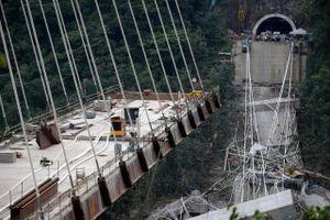 Cầu cao tốc Italy từ lúc vẹn nguyên đến khi thành đống đổ nát