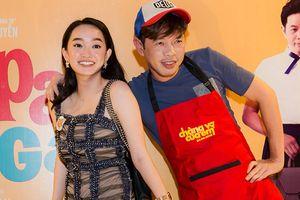 Tiệc đóng máy phim 'Hồn Papa da con gái' với Kaity nhưng Thái Hòa không quên quảng bá 'Chàng vợ của em'