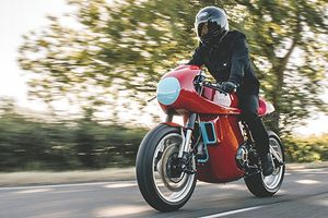 Ngắm Ducati Scrambler 'đỏ chóe' độ phong cách xe đua
